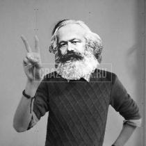 Маска «Карл Маркс»